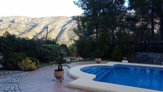 Benigembla, Spania: Heerlijk zwembad in een rustige tuin bij het appartement