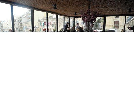 Aménagement de la terrasse intérieure du restaurant - Picture of San ...