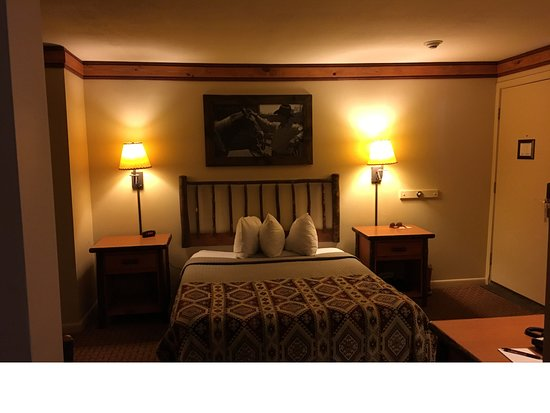 Rocking Horse Ranch Resort : The queen bedroom in the Oklahoma suite (bunk beds are in another section)