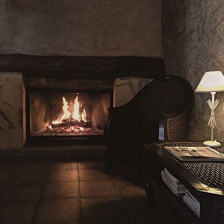 Hotel Caseta Nova: CHIMENEA DE NUESTRA RECEPCIÓN