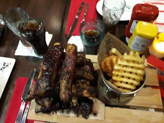 Planet Hollywood : ribs whit chips