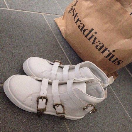 low priced 1f65a d9fbf Schuhe von Bata - Picture of Il Leone Shopping Center ...