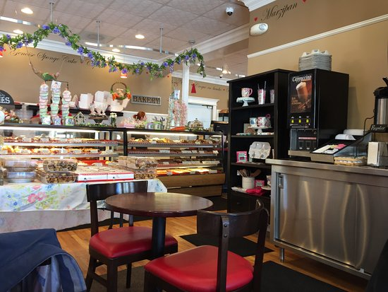 Lovin Oven Cakery : cozy ambiance, fabulous baked goods