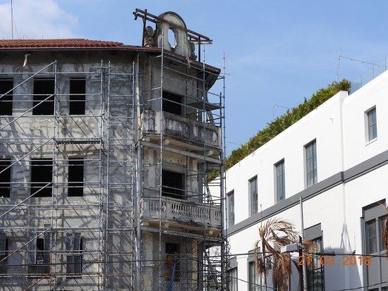 Maison en rénpvation, ils retapent la façade original et refond l ...