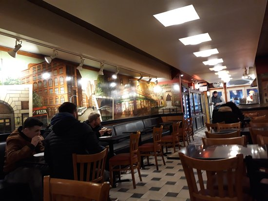 L\'intérieur, déco de fresques - Picture of Bagel Cafe - Ray\'s Pizza ...