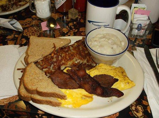 Ashland, MO: Flat fantadtic brekfast.  Lunch or Dinner....all great!