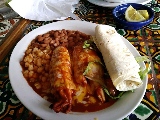 El Prado, NM: Delicious tamale plate!