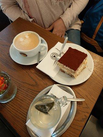 Grafing, Tyskland: Cappuccino, πράσινο τσάι και Tiramisu