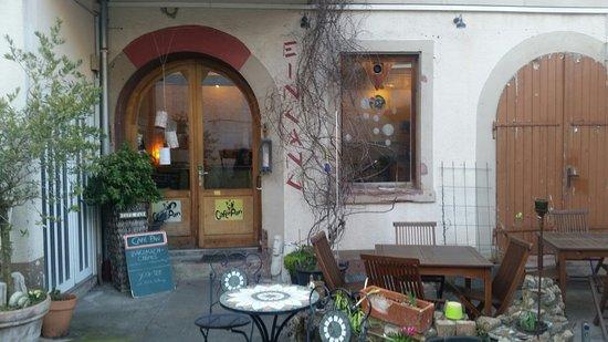 Cafe Im Hinterhof Auch Draussen Bild Von Cafe Pan Karlsruhe