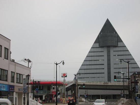 Aomori Prefecture Tourist Centerl ASPAM: なかなか奇抜な建物ですね