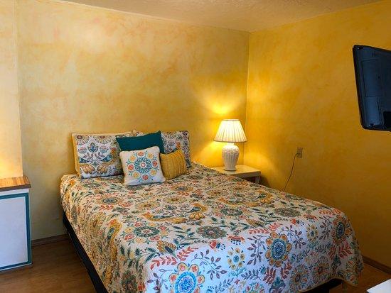 Cloverdale, OR: Queen Room