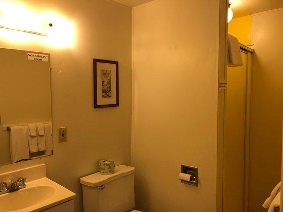 Cloverdale, OR: Queen Room Bathroom