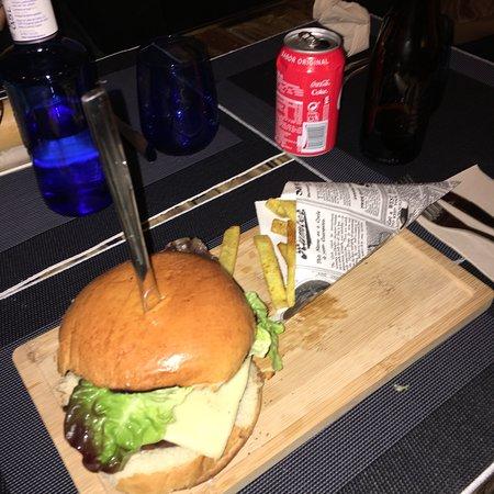 Hamburguesa clásica y hamburguesa de pollo. Deliciosas!