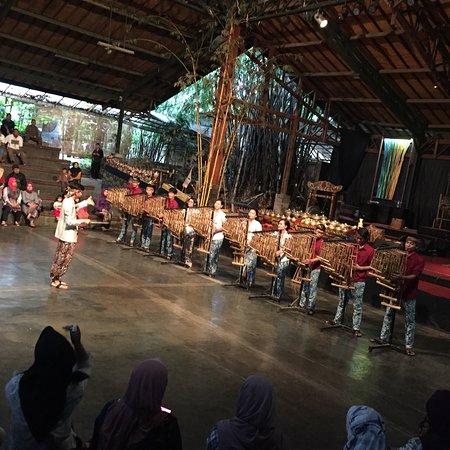 Saung Angklung Udjo: photo1.jpg