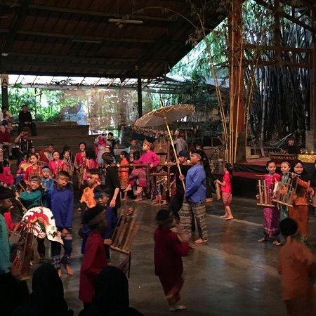 Saung Angklung Udjo: photo2.jpg