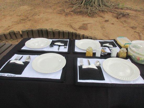 Colchester, Sudáfrica: Lunch is a grand affair in the bush.