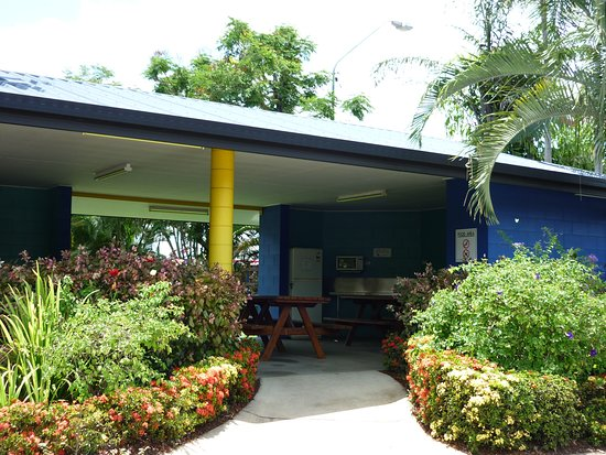 camp kitchen bbq area coral coast tourist park townsville. Black Bedroom Furniture Sets. Home Design Ideas