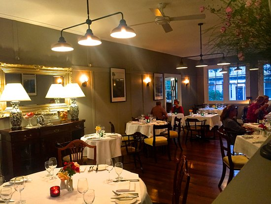 Bundanoon, Australia: Main dining room before it became packed an hour later