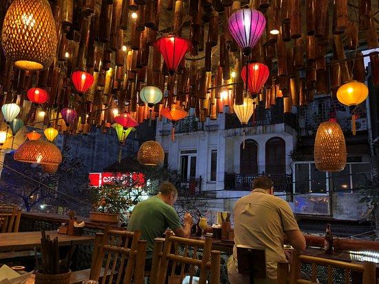 The Old Hanoi Restaurant Decoración Del Lugar