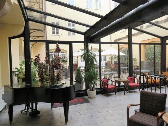 Hotel exterior picture of hotel leonardo prague prague for Hotel top prague