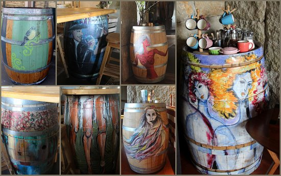Massaya Winery: Decorated wine barrels used as tables