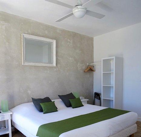 hotel azur le lavandou france voir les tarifs 148 avis et 142 photos. Black Bedroom Furniture Sets. Home Design Ideas