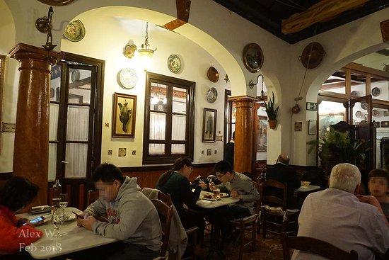 Taberna Salinas: Main dining room, a covered patio