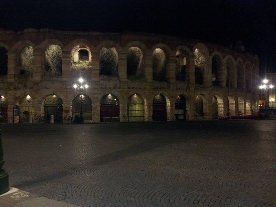 Torcolo: Arena de Verona .De la época del Coliseo, más ó menos.