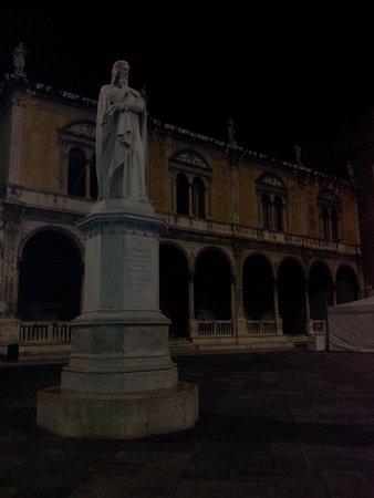 Torcolo: Estatua a Dante en Verona.