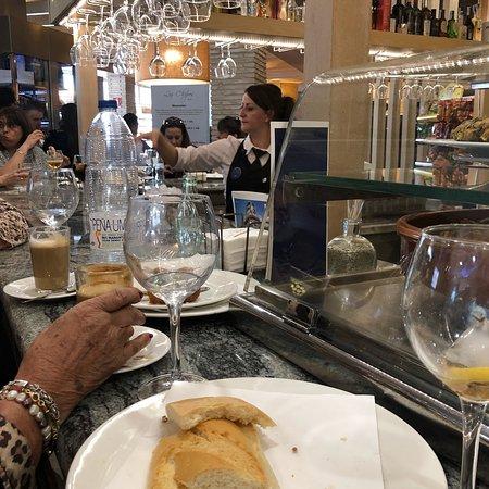 La Gineta, Spania: Súper eficientes y amables Comida buena y rápida