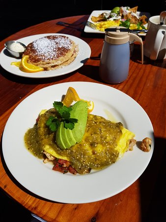 Solana Beach, CA: Omelette, Hot Cakes, Chilaquiles