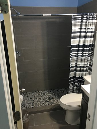 ذا سانت جورج إن: Sandpiper's NEW bathroom!