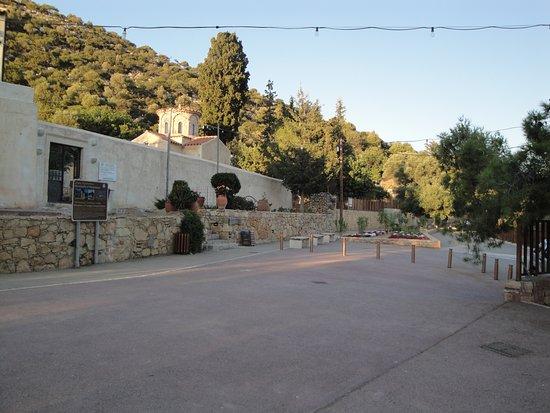 Potamies, Hellas: Το ανακαινισμένο μοναστήρι Παναγία Γκουβερνιώτισσα