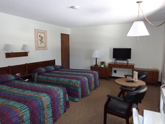 Moose Lake, MN: Room #11 has two queen beds and a spacious bathroom.  Has recently been remodeled.  Located in b