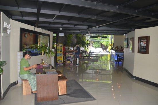 Kuta Station Hotel: Reception