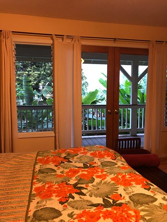 Lilikoi Inn: This is the Lilikoi room with direct access to the big lanai