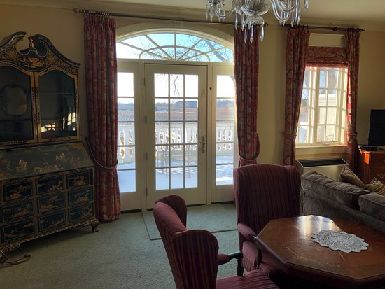 Riverbend Inn and Vineyard: Looking out toward the terrace