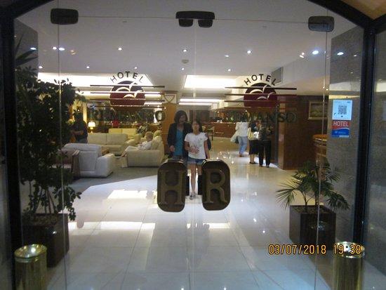 Hotel Remanso: Saliendo del hotel con mi nieta.