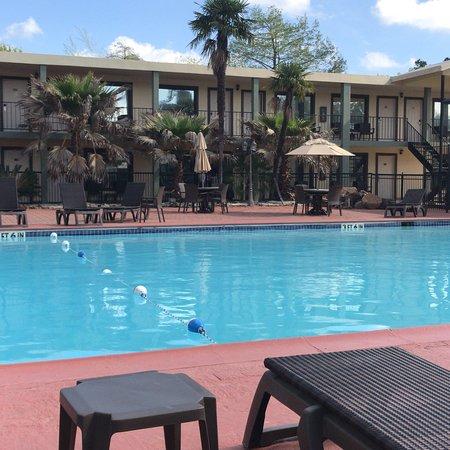 Ramada by Wyndham Houston Intercontinental Airport East: Pool area