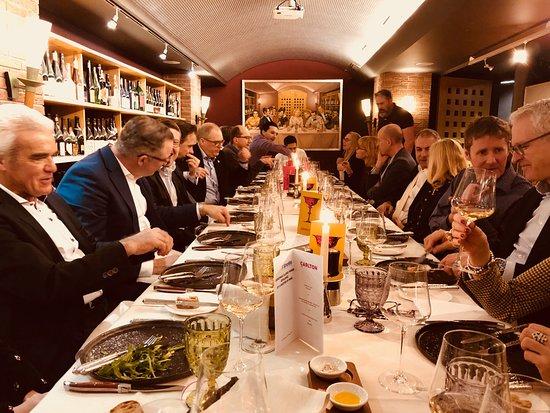 Carlton Restaurants & Bar: Die gemeinsame Tafel...!!!