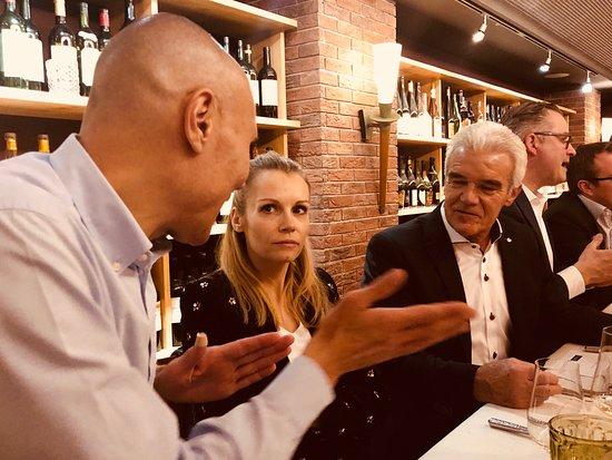 Carlton Restaurants & Bar: Involvierte Diskussionen und Meinungen...!!!