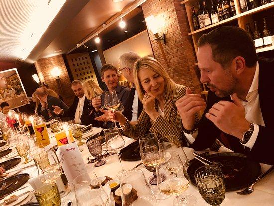 Carlton Restaurants & Bar: Facettenreich - zwischen verschiedenen Berufsfeldern...!!!