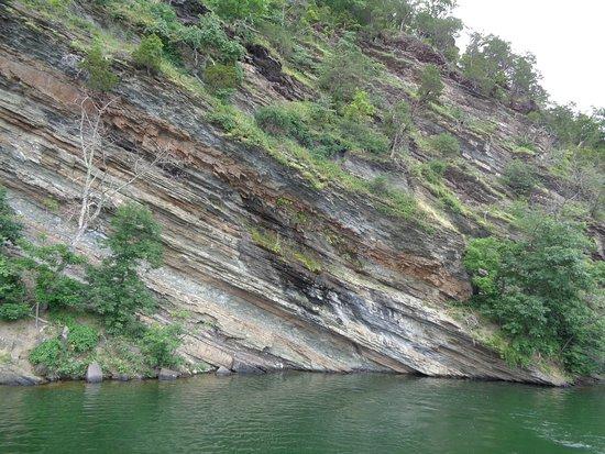 Hesston, PA: lake and cliffs