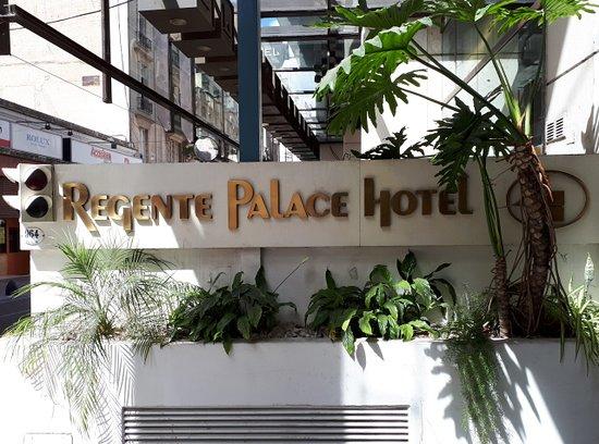 Regente Palace Hotel: Entrada do Hotel.