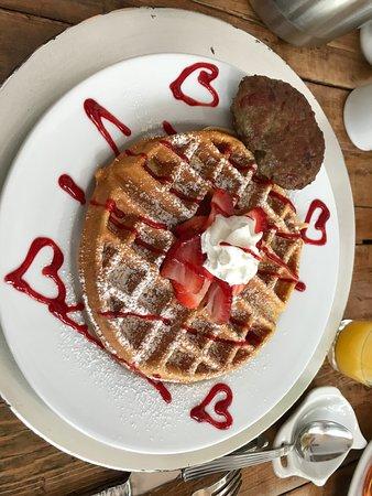 Montgomery Center, VT: Strawberry Waffles!