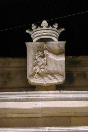 Il palazzo del Bali: stemma