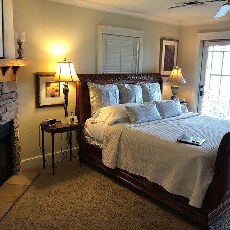 Lookout Point Lakeside Inn: photo2.jpg