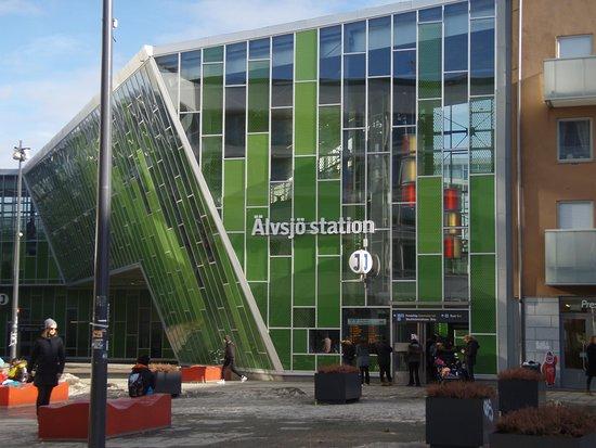 Alvsjo, Sweden: Nearby railway station