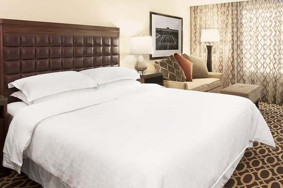 Sheraton Ann Arbor Hotel: Guest room