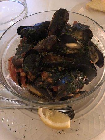Milford, NJ: Mussels Marinara